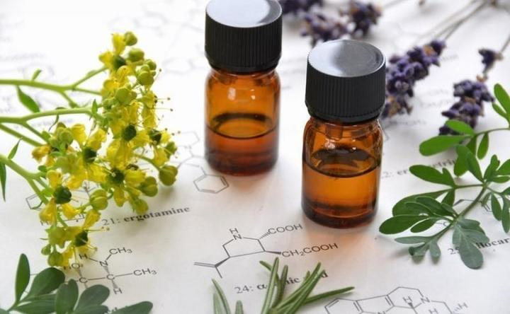supporting-cancer-care-with-essential-oils-yoga